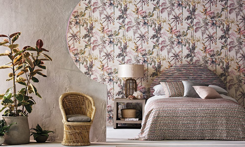 HOW TO SELECT THE PERFECT WALLPAPER WHEN PAINTING AND DECORATING