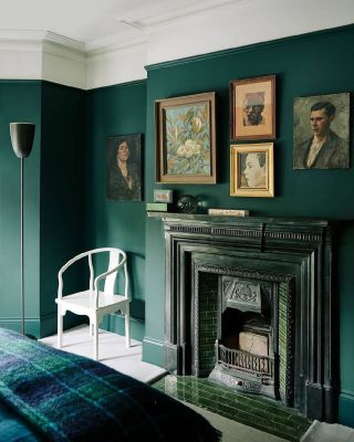 Should a fireplace be the same colour as the wall?  ⠀⠀⠀⠀⠀⠀⠀⠀⠀ Creating a warm and cosy backdrop for your living room or bedroom is what you want to achieve with a fireplace. When you paint your fireplace or have it the same colour as your wall, you can unify the room.  ⠀⠀⠀⠀⠀⠀⠀⠀⠀ In addition, it creates an impactful statement if choosing a monochromatic scheme. Space appears larger, and you have the pleasant glow of the fireplace.  ⠀⠀⠀⠀⠀⠀⠀⠀⠀ Do you prefer this look or a painted fireplace in contrast to the wall?  . . . . . . . . . . #fireplacedecor #fireplacedesign #fireplaceideas #fireplacegoals #fireplacestyling #fireplacelove #fireplaceinspo #fireplacesofinstagram #fireplacerenovation #thegoodpainter #londoninteriordesigner #londonhome #londonproperty #londondesigner #londonpainting #londonapartment #londonhouses #londoninteriordesign #londonpainter #londonpainting #livingroominterior #livingroominspiration #livingroomstyle #livingroomideas #livingroomstyling #livingroominterior #livingroomdesigns #livingroomgoals #livingroominspo #greeninterior